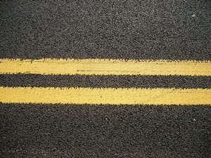 files/stc/news-assets/img/double-yellow-lines.jpg